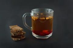 Te och mjölkar choklad, det festliga lynnet, valentin dem Royaltyfri Foto
