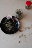 Te på ett köksbord Arkivfoto