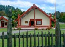 Te Puia Maoryjskie sztuki i rzemiosła ustanawiają, Rotorua, Północna wyspa, Nowa Zelandia obraz royalty free