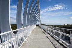 Te Rewarewa人行桥在Taranaki 免版税图库摄影