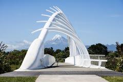 Te Rewarewa人行桥在Taranaki 库存图片