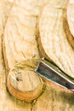 Te snijden hulpmiddelen en hout Stock Foto's