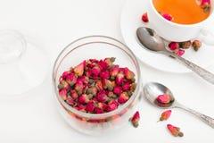 Te som göras från torkade rosebuds Fotografering för Bildbyråer