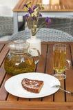 Te som tjänas som med kakan Fotografering för Bildbyråer