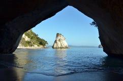 Te Whanganui-A-Hei (domkyrkalilla viken) Marine Reserve Arkivbilder