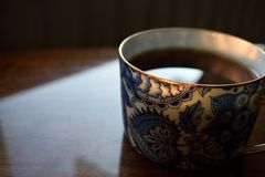 Tea in a blue and white porcelaine cup. With gold rim Stock Photography