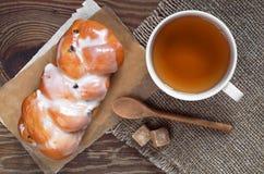 Tea and bun Royalty Free Stock Photos