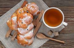 Tea and bun Royalty Free Stock Images