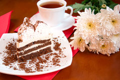 Tea, cake and white chrysanthemums Royalty Free Stock Photos