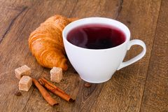 Tea with croissant Royalty Free Stock Photos