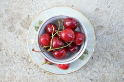 Tea cup of ripe cherries Royalty Free Stock Photography