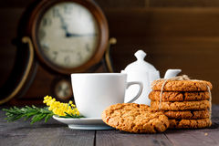 Tea cup with sweet cookie Royalty Free Stock Photography