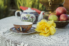 Tea cup, yellow rose, apples and  samovar Stock Photography