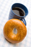 Tea and fresh bagel Royalty Free Stock Images