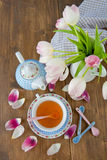 Tea and fresh tulips Royalty Free Stock Photography