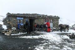 Tea house in Thorong La Pass (5416m), Nepal Stock Photo