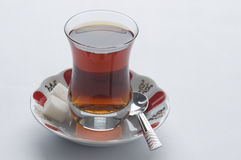 Tea i exponeringsglas royaltyfri foto