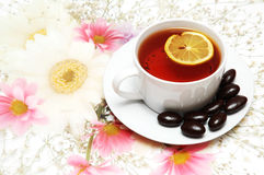 Tea with lemon and chocolate i Royalty Free Stock Photography