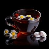 Tea med candys Royaltyfri Bild