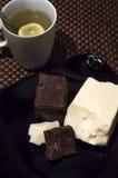 Tea med choklad Arkivbild