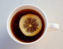 Tea med citronen Arkivbild