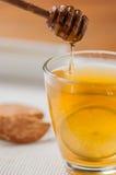 Tea med honung och citronen Arkivbild