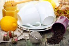 Tea med honung och citronen - bot för förkylningar. Arkivfoton