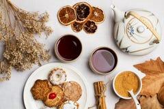 Tea med kakor Royaltyfri Bild