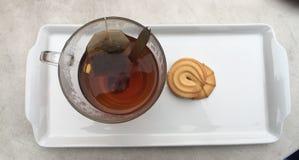 Tea med kexar Royaltyfria Bilder