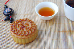 Tea and moon cakes Stock Photography