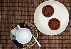 Tea och kaka royaltyfria foton