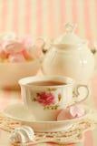 Tea och kakor royaltyfri foto