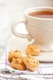 Tea och kakor arkivfoton