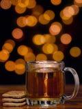Tea och kakor fotografering för bildbyråer