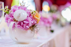 Tea pot decoration. Event arrangements in a tea pot with purple hydrangea and little daisy Stock Photos