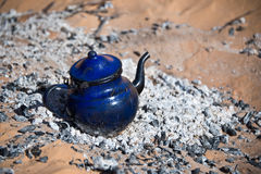 Tea pot heating on the embers in the desert of Sahara Stock Photography