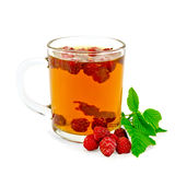 Tea with raspberry and leaf in glass mug Royalty Free Stock Photos