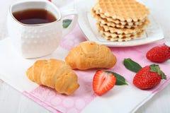 Tea and ripe strawberries Stock Photos