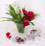 Tea set, wedding rings and red roses Royalty Free Stock Photography