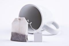 Teabag med koppen Arkivfoto