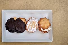 Teacakes sul vassoio fotografia stock libera da diritti
