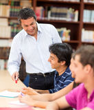 Teacher explaining to students Royalty Free Stock Photography