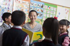 Teacher reading to her elementary school students Royalty Free Stock Photo