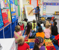 Teacher teaching to children Royalty Free Stock Photography