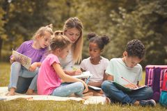 Teaching in public park is fun for kids. Royalty Free Stock Photos