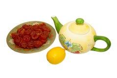 Teacup, doces da fruta e limão. imagens de stock royalty free