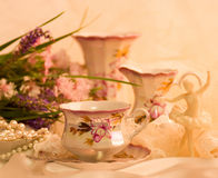 Teacups, ballet dancer statuette Royalty Free Stock Photos