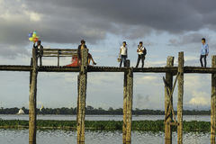 Teak bridge and newly-weds Royalty Free Stock Images