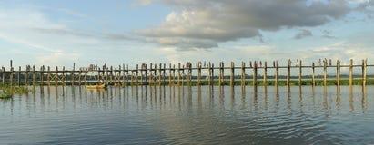 Teakholzbrücke Lizenzfreie Stockfotos