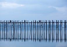 Teakträbro för U Bein på Taungthaman sjön i Amarapura, Mandalay di Arkivfoto